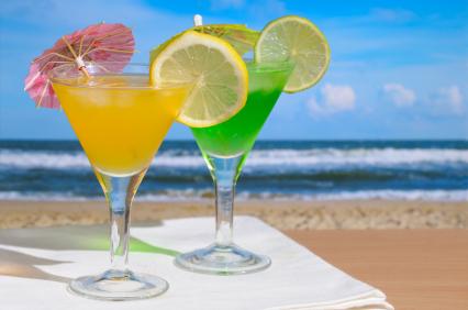 Mojito and Daiquiri cocktails against blue sky